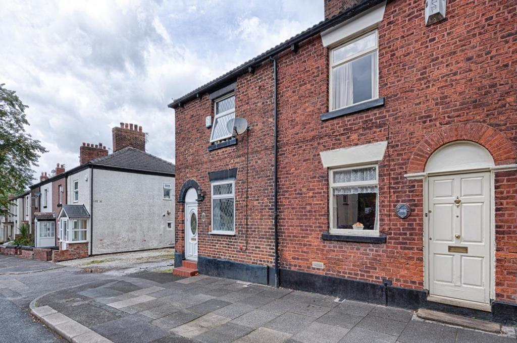 Stockport RD - OVER 6% YIELD - RENOVATION OPPORTUNITY- GEE CROSS